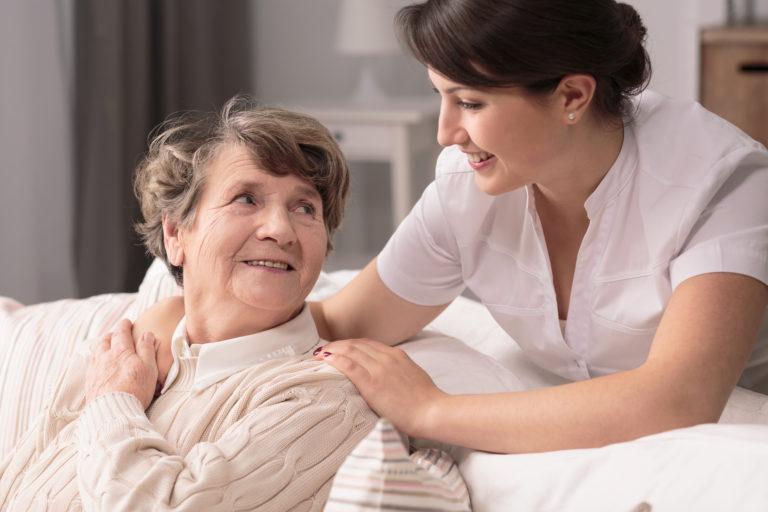 Aide et soin à domicile : comment éviter les risques ?